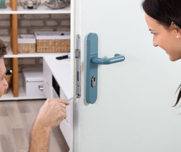 Should Locksmiths Have DBS Checks?